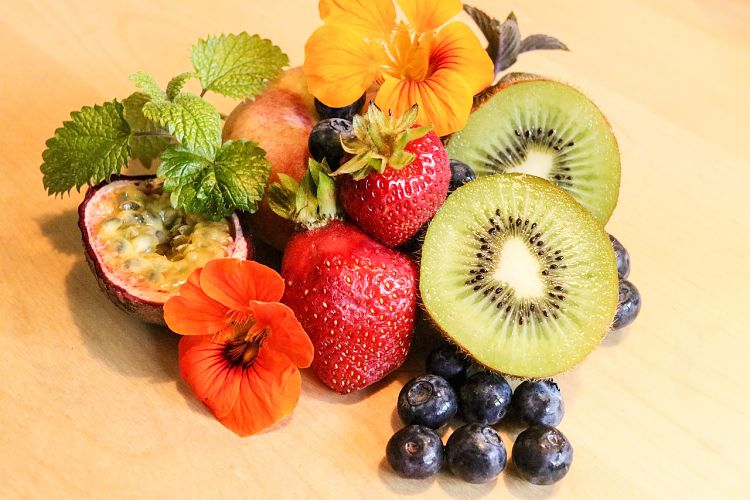 Kiwi fruit are highly nutritious with a range of minerals and antioxidants. It has a delicious and tangy taste